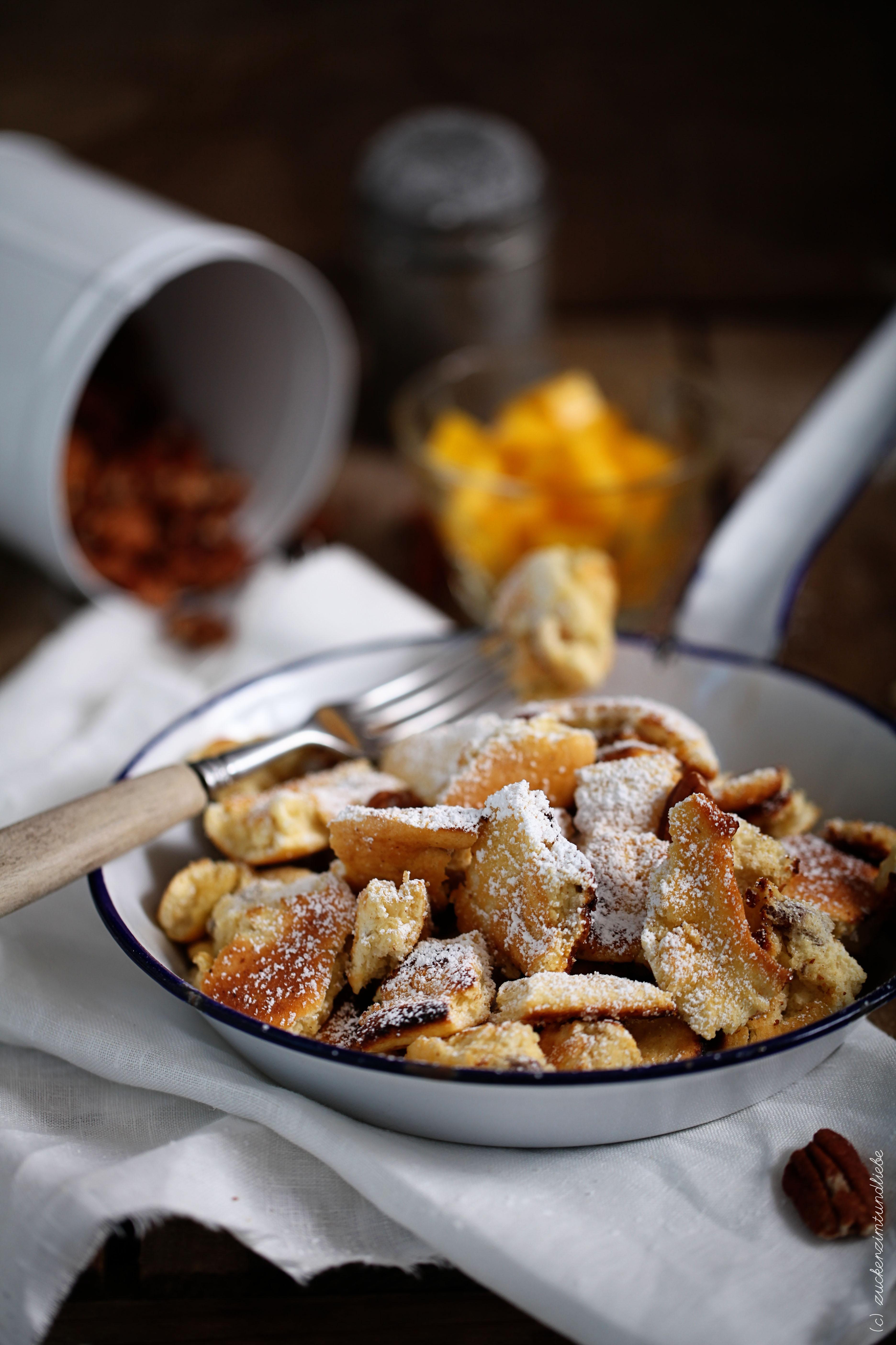 Kaiserschmarrn mit Kokos in Pfanne mit Mango von Zucker Zimt und Liebe Foodblog