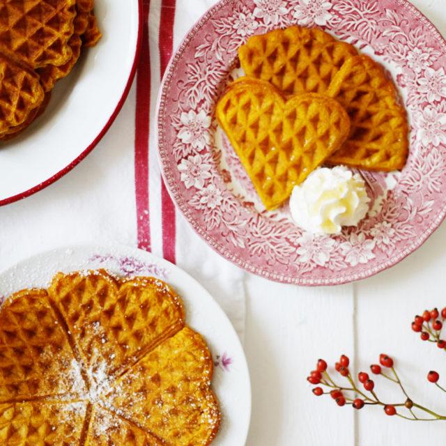 Kürbiswaffel Rezept, die besten Kürbisrezepte, pumpkin waffles, herbstrezepte, süsse kürbis rezepte, zuckerzimtundliebe, food photography, food styling, zucker zimt und liebe, foodblog, backblog