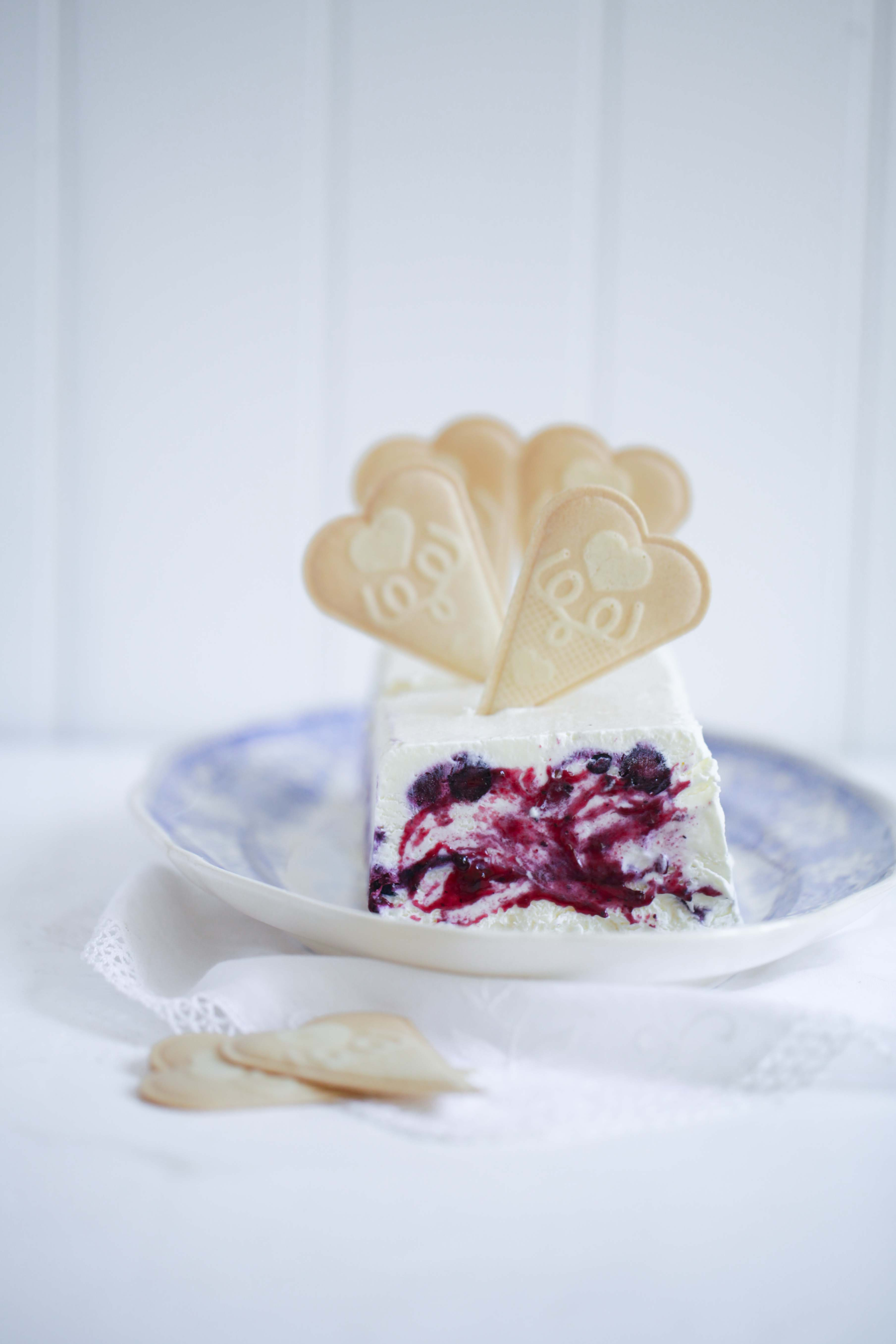 Zuckerzimtundliebe Rezept für Blaubeereis ohne Eismaschine mit ofengerösteten Vanille-Blaubeeren Foodblog Eisrezept Eis Vanilleeis selbstgemacht