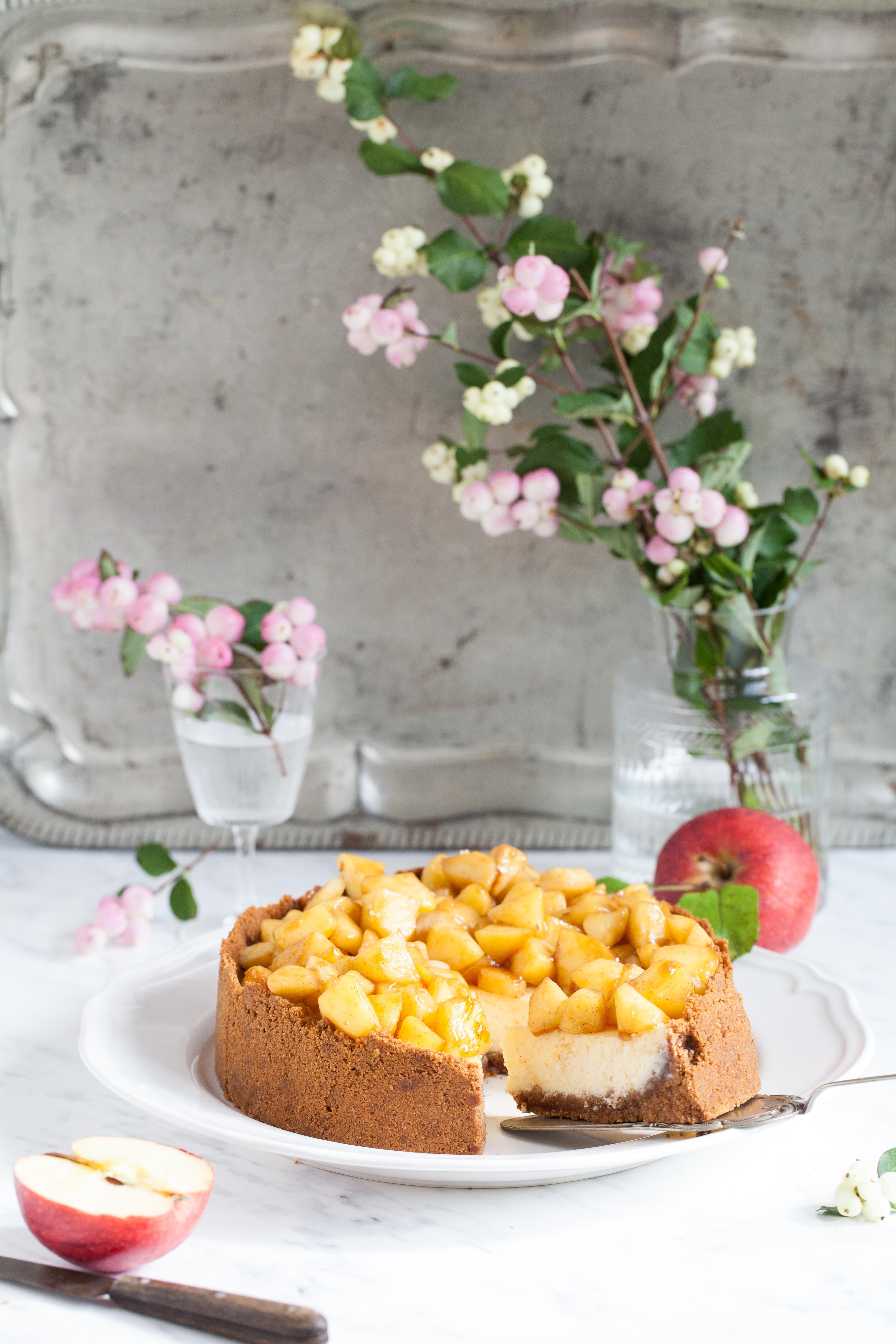 Backrezept für Apple Cheesecake Apfel Käsekuchen mit Amarettiniboden Zuckerzimtundliebe Apfelkuchen Apfelrezept Cheesecakerezept Herbstkuchen Herbstrezept New York Cheesecake