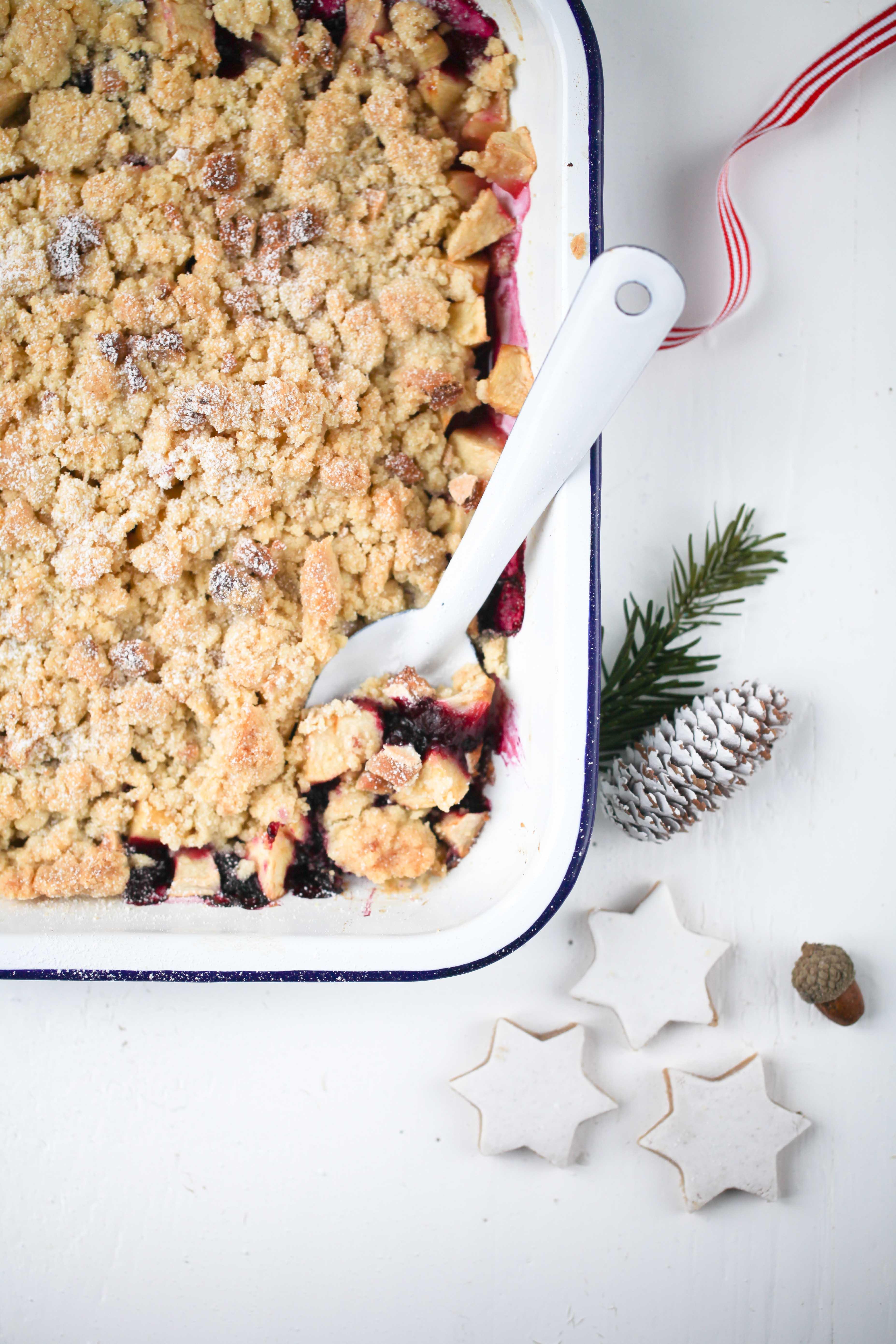 Rezept Apple Crumble mit Zimtstern Streuseln Apple Crisp Recipe Weihnachtsdessert Weihnachtsfrühstück Apfelrezept Apfelcrumble Zuckerzimtundliebe best crumble recipe
