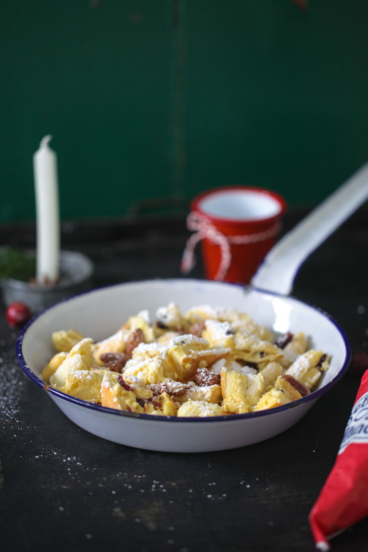 Weihnachtsschmarrn Kaiserschmarrn mit Cranberries und gebrannten Mandeln Zuckerzimtundliebe Foodblog Backblog_