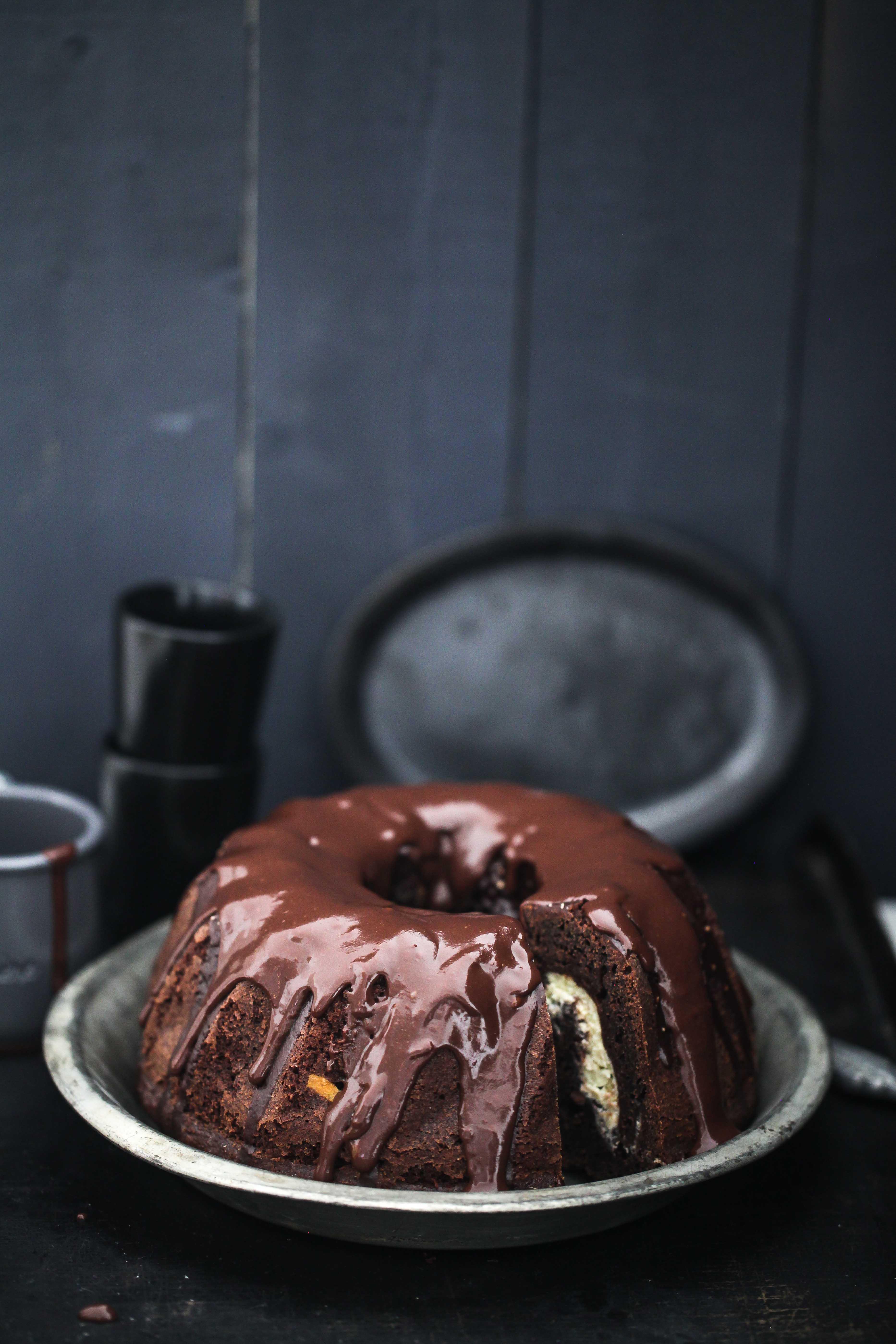 Rezept für Schokoladengugelhupf mit Cheesecakefüllung Kakaokuchen Schokoladenkuchen Käsekuchen Füllung Backrezept Zuckerzimtundliebe Foodblog Backblog Brownie bundt cake recipe