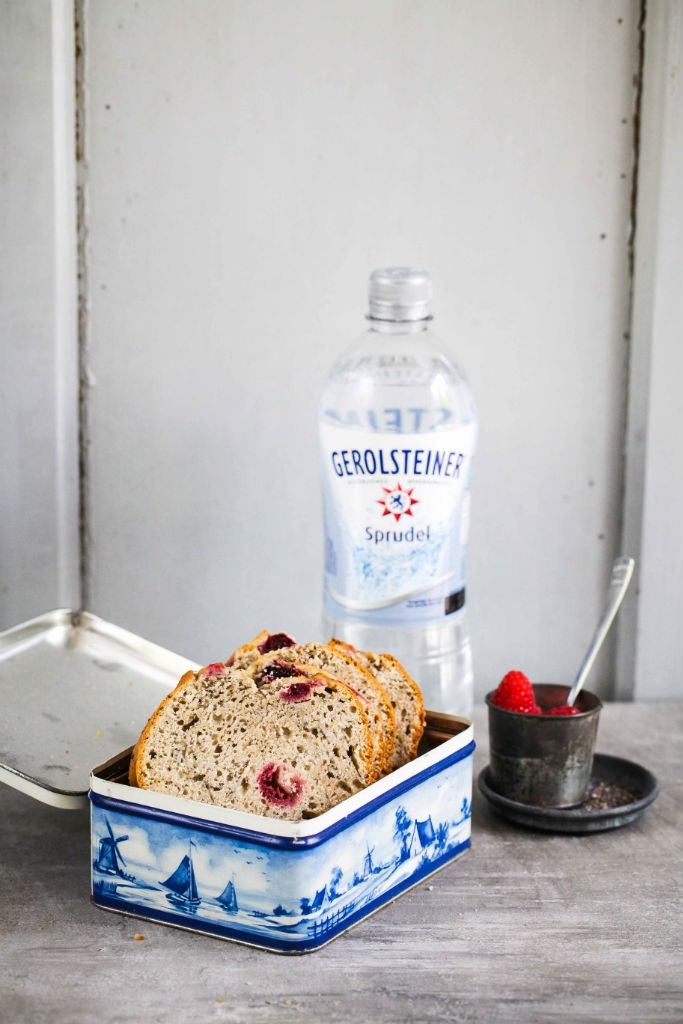 Chia Bananenbrot mit Himbeeren Rezept für Gerolsteiner Projekt Wasserwoche