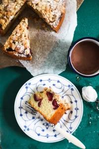 Einfaches und leckeres Kirsch Streuselkuchen Rezept mit Walnuss Streuseln und Fleur de Sel von Zucker, Zimt und Liebe dem deutschen Backblog