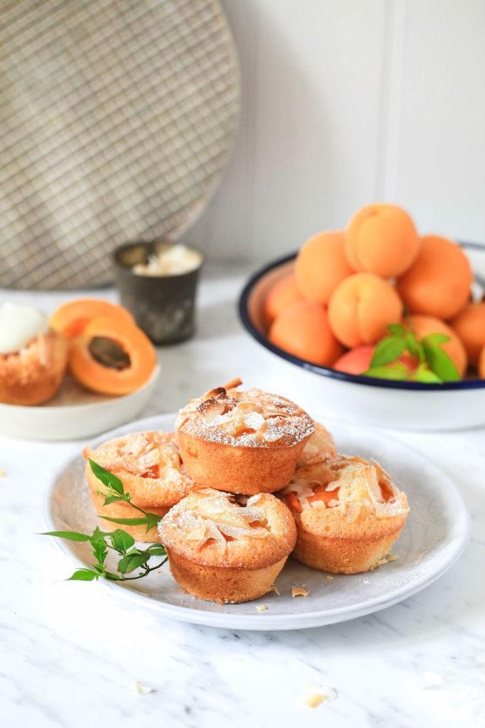 Kokosnuss Aprikosen Friands Rezept Coconut Apricot Financiers Recipe Aprikostenmuffins Kokosnussmuffins Friandsrezept Zuckerzimtundliebe einfaches Muffinrezept Backen für Kinder