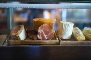 Reise Portland Oregon Tipps Restaurant Olympia Provisions where to eat in Portland Salumerie charcuterie