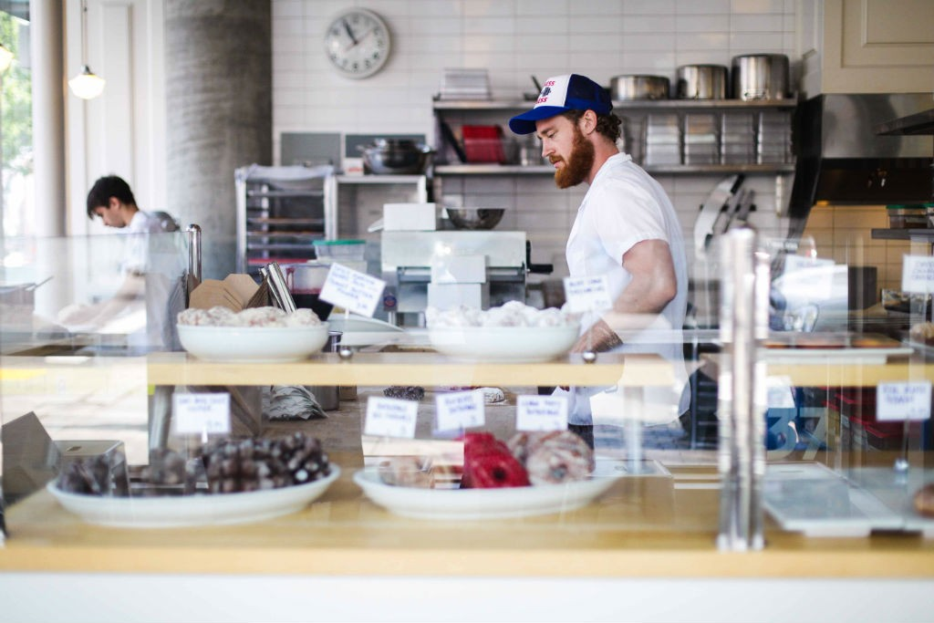 Blue Star Donut Portland Oregon Kulinarische Portland Reise Hipster bearded man