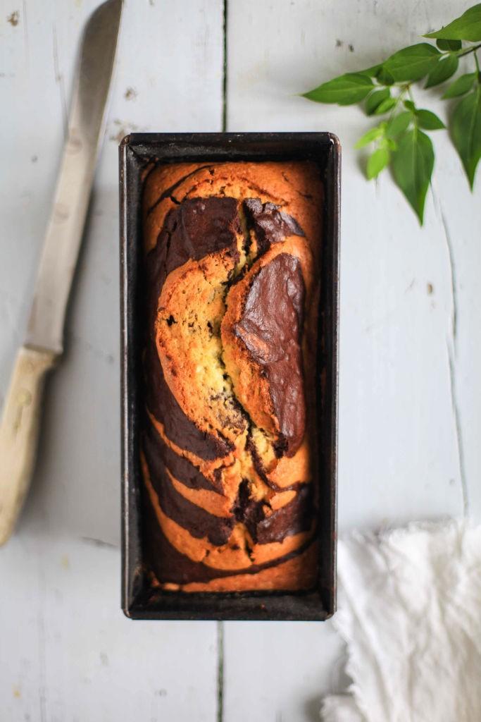 Pflaumenmus Marmorkuchen mit gemahlenen Pistazien einfaches Rezept Marmorkuchen Backrezept Marble cake plum jam cake