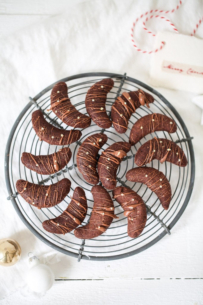 Kakaokipferl Schokokipferl Weihnachtsplätzchen Rezept Schokoladenkekse Weihnachtsgebaeck Zuckerzimtundliebe Vanillekipferl Ganache Goldsterne christmas cookies crescent cookies