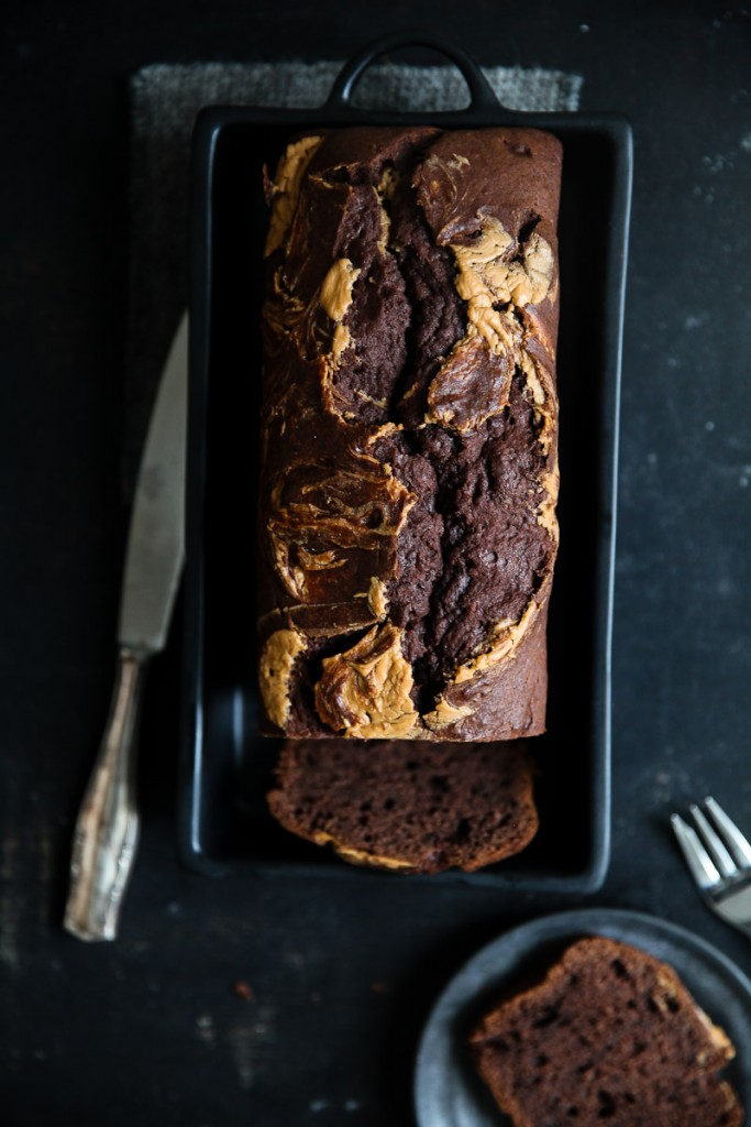 Schokoladen Bananenbrot Rezept Erdnussbutter Swirl Zuckerzimtundliebe foodstyling banana bread schokoladenkuchen peanutbutter food photography einfacher kuchen