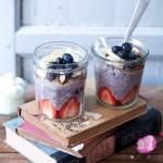 Blaubeer Porridge Rezept wie macht man Porridge blueberry oatmeal haferbrei haferschleim chia banane erdbeere kokos mandeln honig zuckerzimtundliebe foodblog frühstück frühstücksglück clean eating gesundes frühstück essen im glas