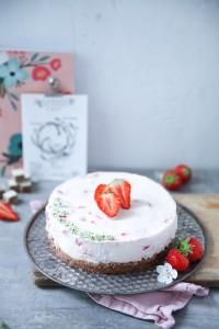 Erdbeer Cheesecake no bake cheesecake rezept mit Erdbeersauce und manner schnitten boden Foodblog Zuckerzimtundliebe käsekuchen bester cheesecake erdbeerkuchen erdbeerrezepte ohne backen ohne gelatine
