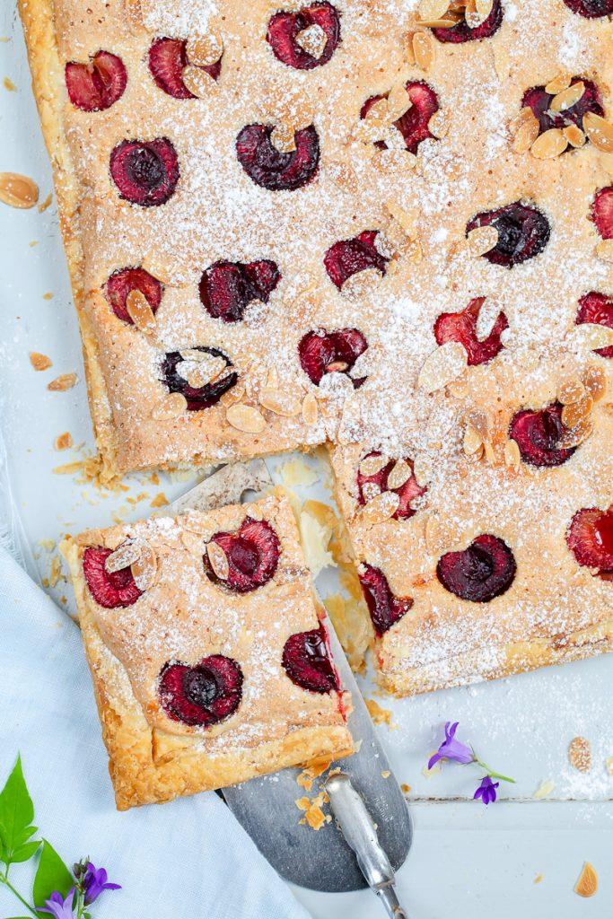 Rezept Kirsch tarte Frangipane Tarte Mandelcreme und Kirschen auf Blätterteig einfaches backrezept cherry frangipane tart almonds zuckerzimtundliebe foodstyling food photography