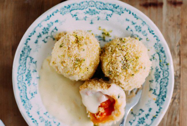Marillenknödel Rezept mit Pistazie Apricot dumplings recipe Südtirol Aprikose Quarkknödel Zuckerzimtundliebe foodstyling meetmerano
