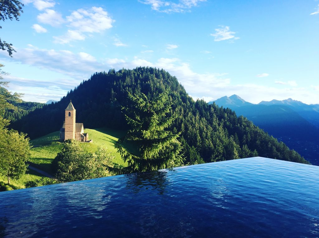 meetmerano meraner land hotel unterkuenfte miramonti boutique hotel spa pretty hotels white line hotels infinity pool hafling alto adige zuckerzimtundliebe food and travel
