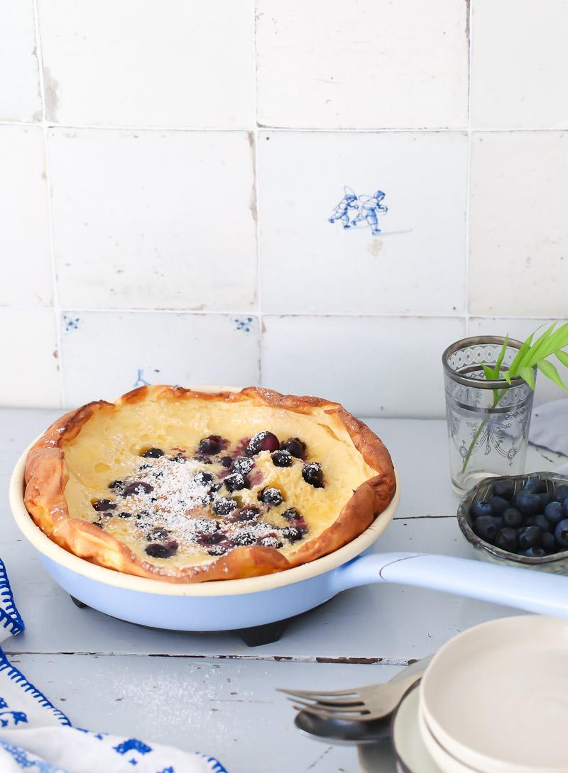 blaubeere pfannkuchen aus dem backofen blueberry dutch baby rezept zucker zimt und liebe. Black Bedroom Furniture Sets. Home Design Ideas
