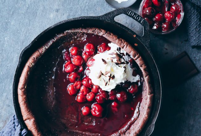 Schokoladen Dutch Baby Ofenpfannkuchen Rezept pancake mit Kirschen und Sahne Recipe Zuckerzimtundliebe Foodblog Frühstück Foodstyling