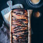 Schokoladen Zupfbrot Pull apart bread mit Espresso Zuckerguss Glasur chocolate pull apart bread recipe rezept with espresso glaze zuckerzimtundliebe hefeteig schokoladenbrot foodstyling food photography bread foodblog backblog