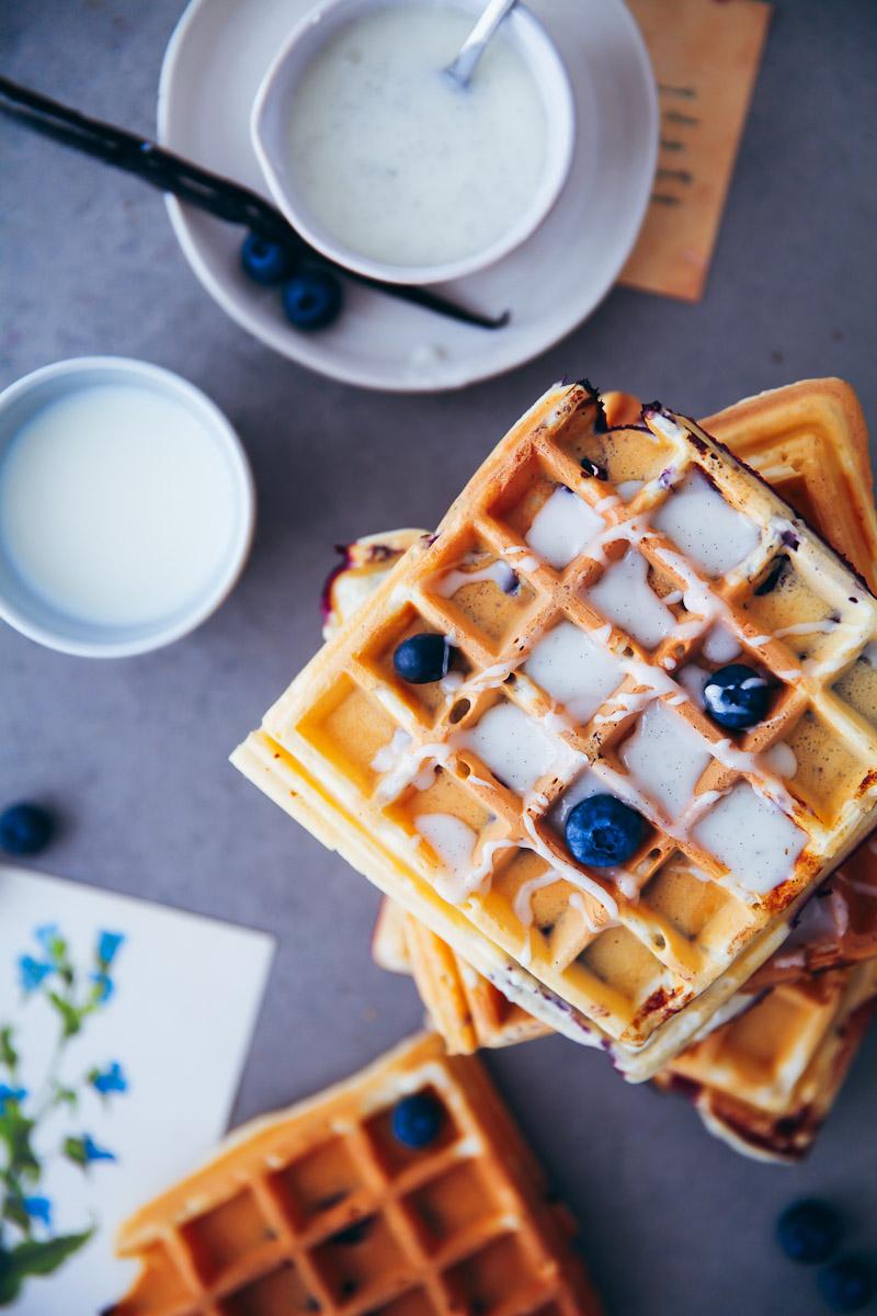 rezept f r blaubeer joghurt waffeln zucker zimt und liebe. Black Bedroom Furniture Sets. Home Design Ideas