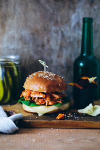 Rezept für einfachen Pulled Chicken Cheeseburger mit Leerdammer Toast and Burger {enthält Werbung}