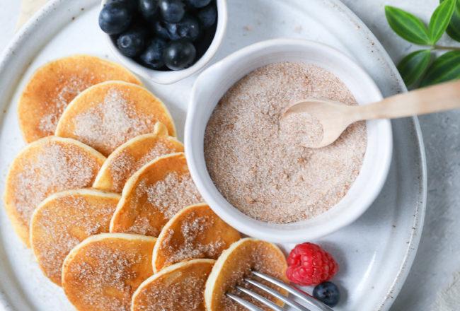 Rezept Mini Buttermilch zuckerzimt zimtzucker Pancakes Pfannkuchen mit Beeren Pfannkuchenspiess Frühstücksrezept Frühstücksglück zuckerzimtundliebe foodblog backblog