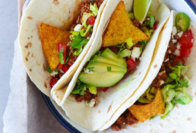 Taco Rezept Mexikanisches Gericht mit Hackfleisch Avocado Salat Tomate Koriander Foodstyling mexican food taco recipe fajitas tortilla zuckerzimtundliebe mittagessen idee Foodblog