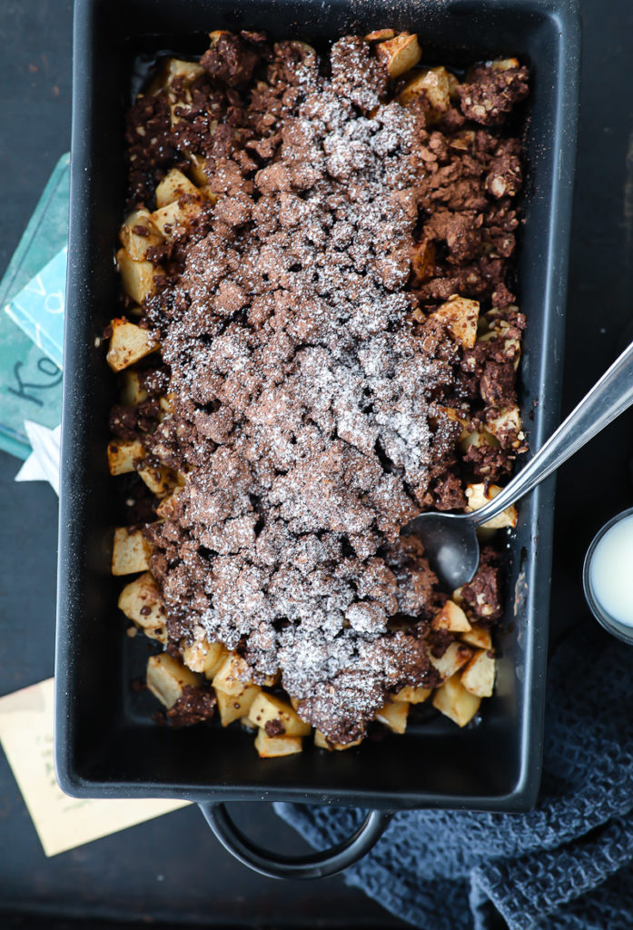 Schokoladen Apple Crumble, das beste apple crumble rezept, apple crisp, cocoa apple crisp, kakao crumble, herbst, apfelrezept, die besten apfelrezepte, zuckerzimtundliebe, foodblog, backblog, zucker zimt und liebe, foodstyling, food photography, apple recipes, soulfood