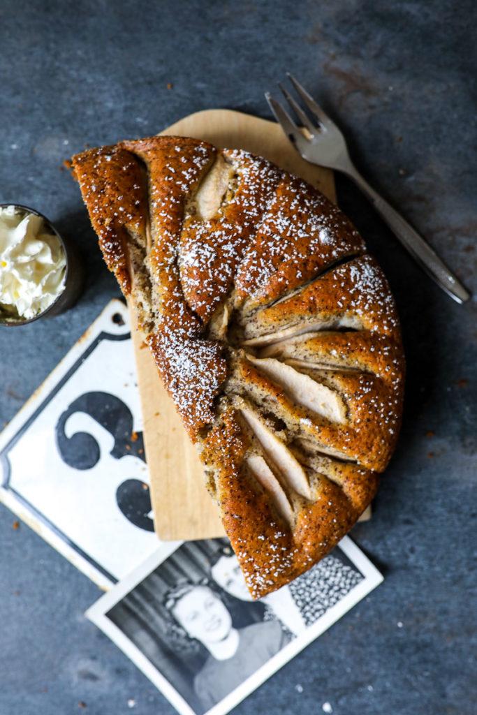 versunkener mohnkuchen birnenkuchen pear cake recipe backrezept rezept rührteig rührkuchen herbstkuchen birnenrezept zucker zimt und liebe kuchen backblog foodblog mohnkuchen poppy seed cake foodstyling food photography