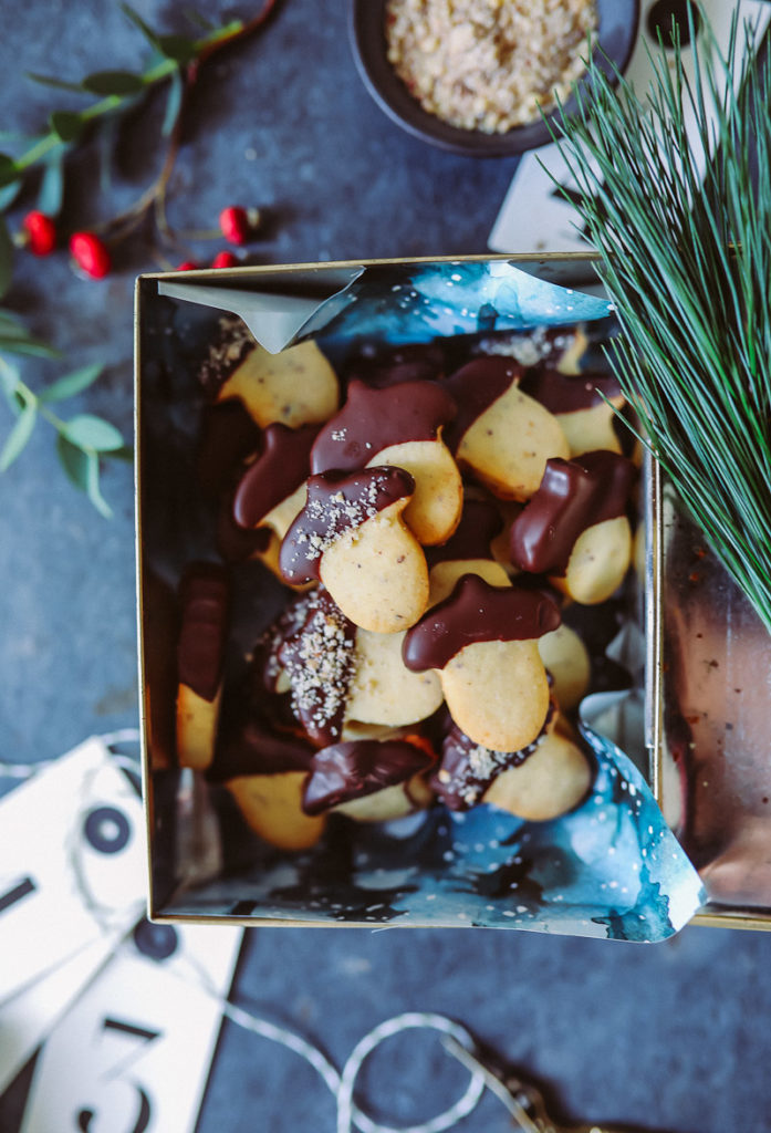 Ausstechplätzchen Rezept Haselnuss Kekse Weihnachtsplätzchen Zuckerzimtundliebe backblog weihnachtsbäckerei foodstyling food photography christmas cookies