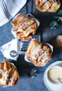 Rezept für herrlich zimtige Zupfbrot-Muffins mit Ahornsirup Glasur – Zimtschnecken mal anders (pull apart bread muffins recipe)