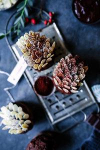 Rezept für weihnachtliche Lebkuchen-Schokomuffins im Tannenzapfenlook, dazu meine liebste Weihnachts-Playlist {enthält Werbung}