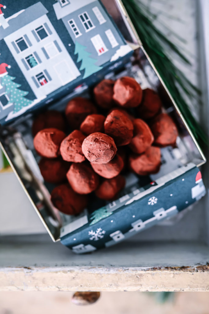 Minz Schokoladentrueffel selber machen küchengeschenke edible gifts mint chocolate truffles zuckerzimtundliebe foodblog backblog foodstyling kakao schokolade selber machen food photography