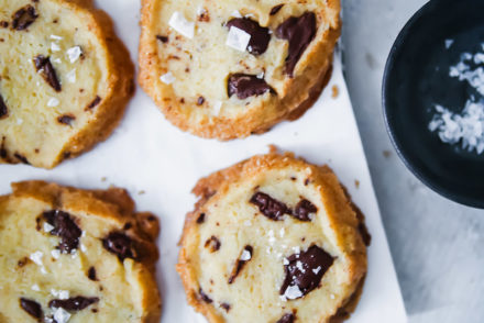 Salted Butter Chocolate Chunk Shortbread Alison Roman Shortbread Cookies Kekse Schokocookies Rezept einfache Kekse zuckerzimtundliebe foodblog backblog foodstyling