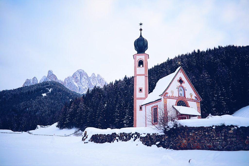 Villnöss Kirche Eisacktal Brixen Südtirol Geisler val di funes zuckerzimtundliebe