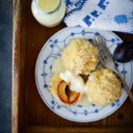 Zwetschgenknödel Marillenknödel Rezept aus Kartoffelteig Original Südtiroler Rezept Süssspeise Hofbrennerei Gaudenz Meraner Land Meetmerano zuckerzimtundliebe