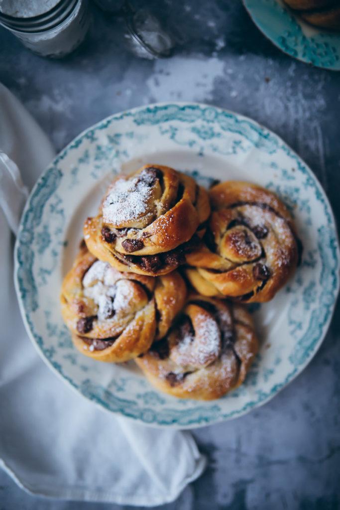 Nougat Zimtknoten schwedische zimtkringel Hefegebäck backen backrezent edeka backbuch zuckerzimtundliebe backblog foodblog