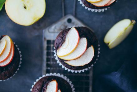 Schokomuffins Apfelmuffins Schoko Apfelkuchen Rezept Basisrezept schokomuffins kakao kuchen kindergeburtstag herbst apple muffins zuckerzimtundliebe foodstyling food photography apple recipe Apfelrezepte foodblog zuckerzimtundliebe
