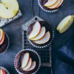 Schokoapfelmuffins Rezept basisrezept schokomuffins backen backrezept kindermuffins kindergeburtstag apfelrezepte die besten apfelmuffins zuckerzimtundliebe foodblog backblog foodstyling chocolate muffins food photography