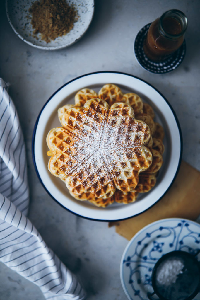 einfache Haselnusswaffeln Waffelrezept Waffelteig selber machen zuckerzimtundliebe hazelnut waffles recipe foodstyling food photography