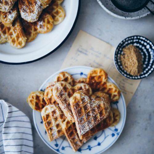 einfache Haselnusswaffeln Waffelrezept Waffelteig selber machen zuckerzimtundliebe hazelnut waffles recipe foodstyling food photography