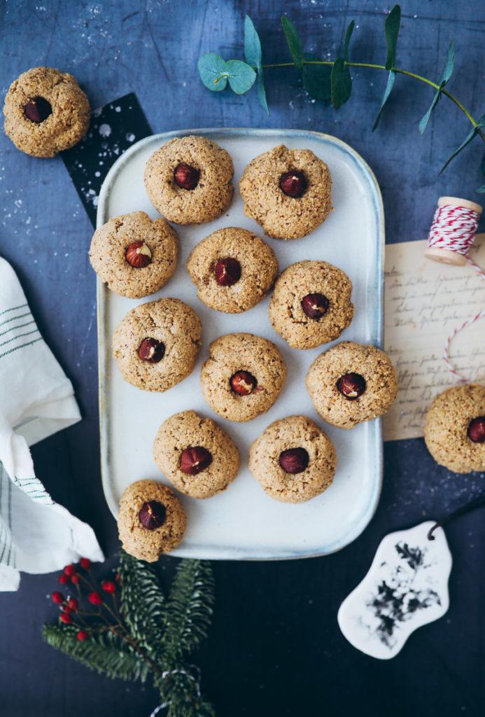 Haselnuss Makronen Weihnachtsplätzchen Nussplätzchen Weihnachtskekse Cookies weihnachtsbäckerei rezepte backrezept zuckerzimtundliebe foodstyling food photography the bakefeed christmas cookies backblog