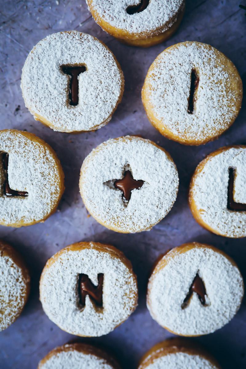 Weihnachtskekse Mit Marmeladenfüllung.Spitzbuben Mit Nougatfüllung Zucker Zimt Und Liebe