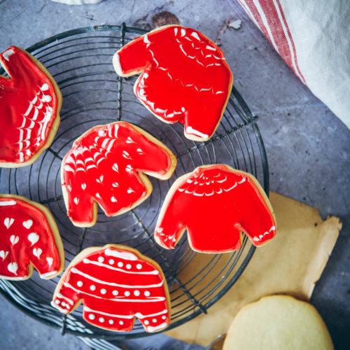 Ugly christmas sweater cookies ausstechplätzchen royal icing rezept einfach weihnachtsplätzchen dekorieren weihnachtsbäckerei zuckerzimtundliebe rezept mürbeteig kekse foodblog backblog foodstyling food photgraphy the bakefeed