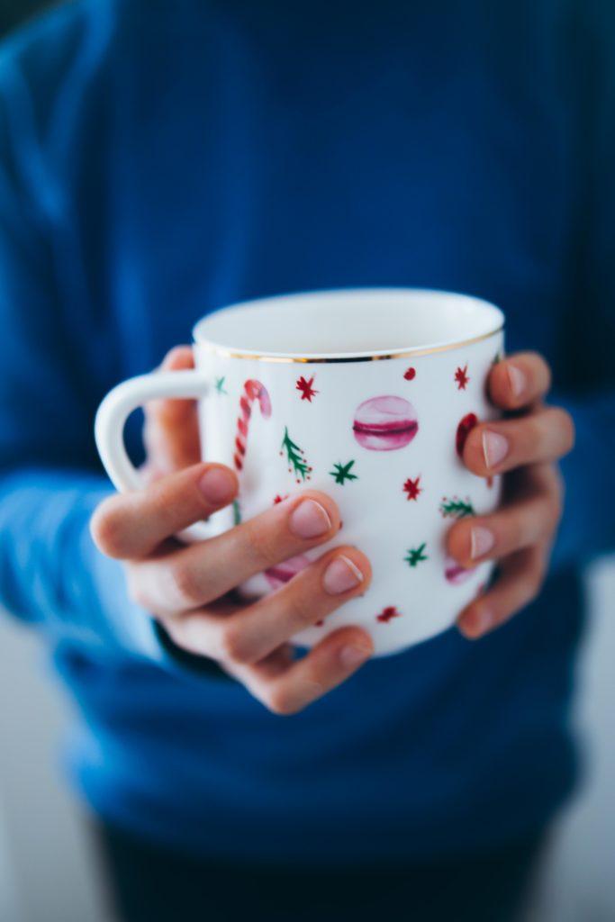 Weihnachtstasse weihnachtsgeschenk Tchibo kitchen gadget küchenzubehör weihnachtsgeschenke für geniesser und hobbyköche foodstyling ausstechplätzchen zuckerzimtundliebe backblog