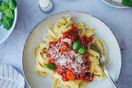 Einfache Bolognese Sauce selber machen Bolo wie beim Italiener Rezept zuckerzimtundliebe pasta bolo foodstyling food photography mittagessen nudelsauce ofen bolognese