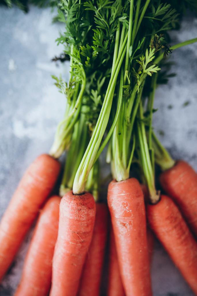Carrot Cake Scones Möhrenkuchen Scones Möhrenbrötchen Osterfrühstück Rezept Ostern Osterrezept carrot cake möhrenkuchen rüblikuchen seeberger Pekannüsse Pistazien foodstyling food photography