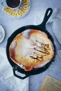 Rezept für Banane-Vanille Dutch Baby Pancake aus dem Backofen