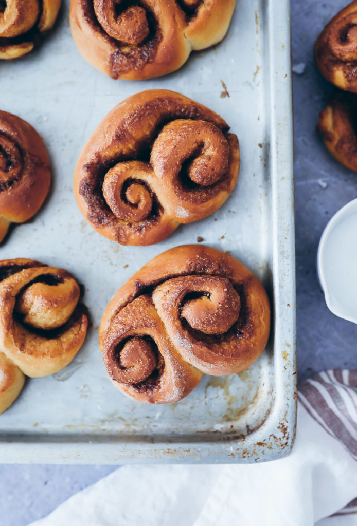 Doppelte Zimtschnecken beste Zimtschnecken selber machen foodblog foodstylist cinnamon roll twisted buns hefeteig food photography zuckerzimtundliebe foodblog backblog