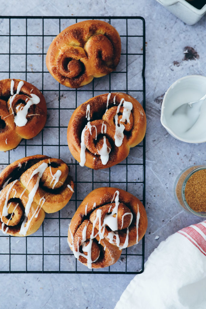 Doppelte Zimtschnecken beste Zimtschnecken selber machen foodblog foodstylist cinnamon roll twisted buns hefeteig food photography zuckerzimtundliebe foodblog backblog